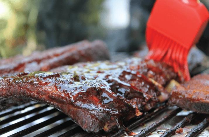 ribs marinés à la bière au barbecue
